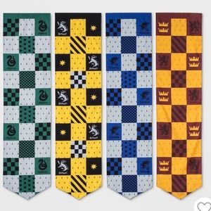 Harry Potter 4pc Hogwarts House Pennants